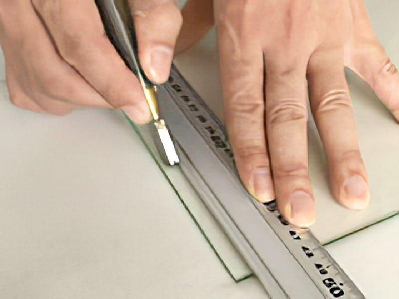 幅の細いガラスの切り方