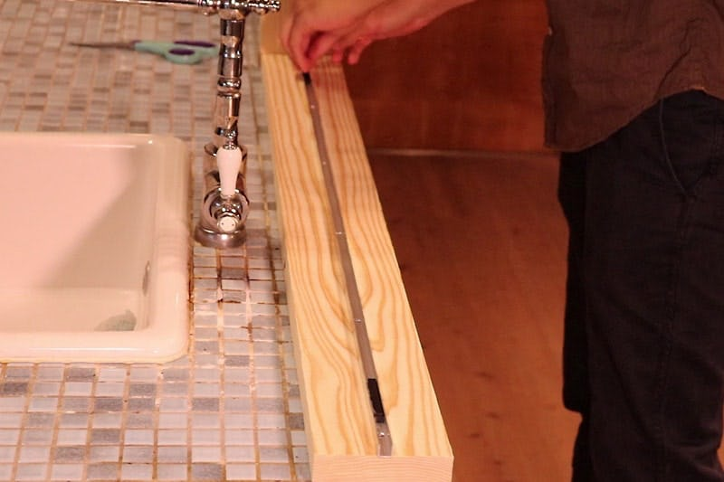 コの字アングルを使ったガラス間仕切りの作り方 -1