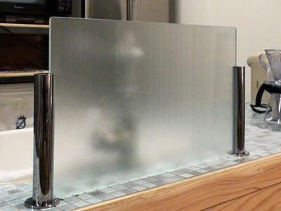 ガラス間仕切りポール シルバー 使用例